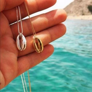 5/$25 🌻 Cowrie Shell Necklace Silver or Gold